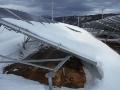 雪の重みで太陽光の架台が倒壊、設計ミスが原因か
