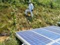 点検時の歩行すら危険、斜面下ギリギリまで太陽光パネルを配置