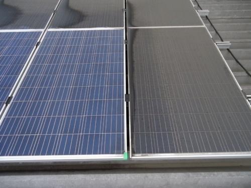 図2●洗浄前後の太陽光パネルの外観の差