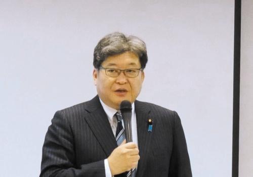 事業者を前にGIGAスクール構想への協力を求める萩生田光一文部科学大臣