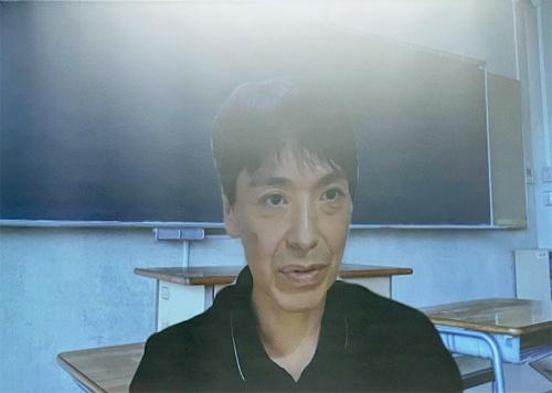 オンラインで参加した立川高等学校の佐藤氏は、教育現場での教科「情報」の位置付けや、それを教える教員の現状などについて説明した