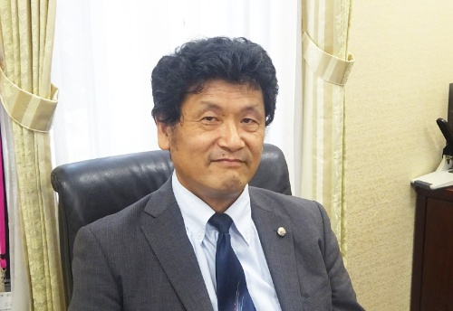 熊本大学 理事・副学長の宇佐川毅氏。CIO(最高情報責任者)として、ICT利活用も主導している