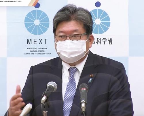 会見で町田市のいじめ自殺について答える萩生田大臣。児童たちが同一のパスワードを使っていたと聞き驚いたと話した