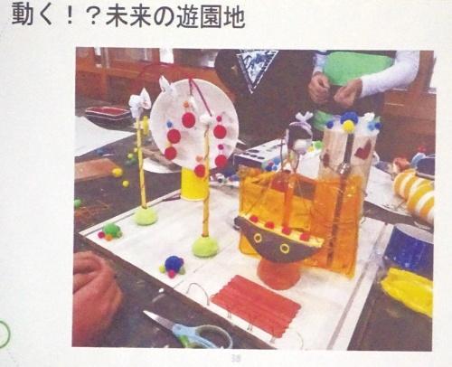 「未来の遊園地」をテーマに6年生が共同制作した動く作品