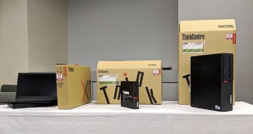 米沢生産となるノートパソコン「Think Pad」、ミニデスクトップ「ThinkCentre Mシリーズ Tiny」、省スペースデスクトップ「ThinkCentre Mシリーズ Small」(左から)