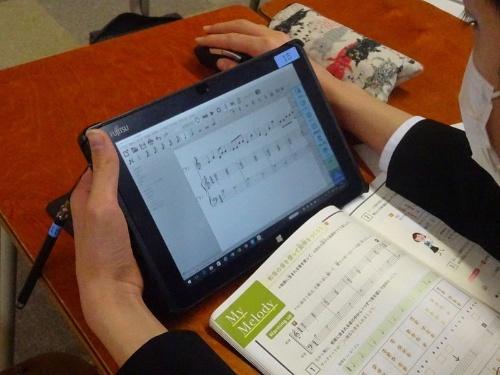 桜宮中学校の授業の様子。簡単な操作で楽譜作成や曲の再生ができる無料の作曲ソフト「MuseScore」を使っている