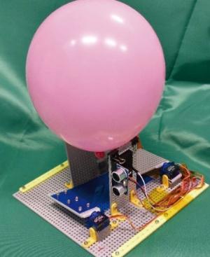 図1 「風船打ち出し器」に風船をセットした様子