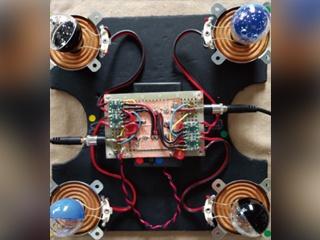 手でたたく代わりにスピーカーで振動させる紙相撲、音源は商品バーコードを変換して出力