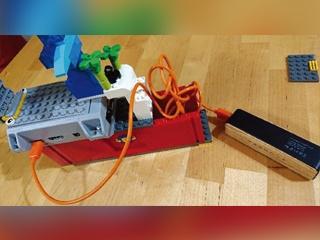 「レゴ・トレイン」の走行中の風景を撮影、撮影の開始と停止はWebブラウザーから遠隔操作