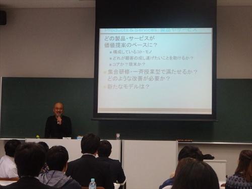 大学生協が新入生に提供しているパソコン講座の将来像について議論したワークショップ。熊本大学教授システム学研究センターの北村士朗准教授がファシリテーターを務めた