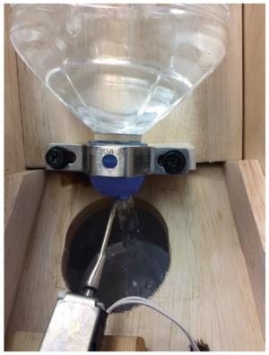 図2 ソレノイドで蓋の中のビー玉を押して飲み物を出す