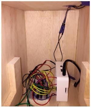 図3 圧力センサーなどを制御するRaspberry Pi(圧力センサーを付けた台を取り除いたところ)