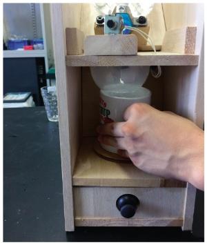 図4 同じコップを使い続ければ、重いマグカップなども使える
