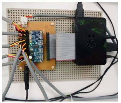 図4 的ユニットをまとめて制御するラズパイの基板