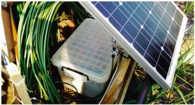 図2 ソーラーパネルの下に本体を設置