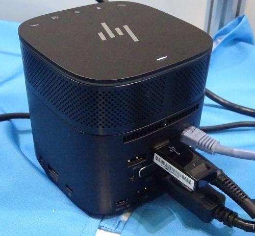 日本HPが参考展示したドッキングステーション「HP Thunderbolt Dock G2」。「Skype for Business」に対応したオプションのスピーカーを上部に装着した状態