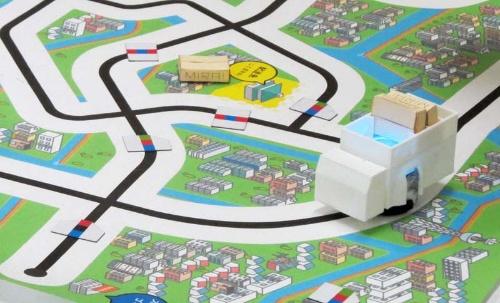 黒線で描かれた道路の上に、4種類のカラーコードを置いてロボットを制御する