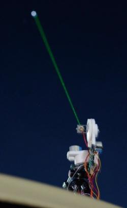 図1 レーザーポインターで星座を指示