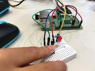 心の中で10秒数えてボタンを操作、自分の時間感覚を試せる装置