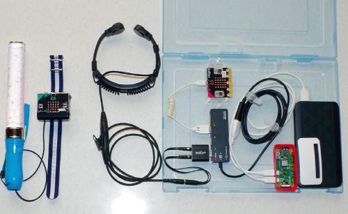 図3 システムの構成。手が振りやすいようにペンライトとラズパイは無線で分離してある(図左)。