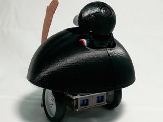 家族の孤独を和らげる見守りロボット、顔認識で表情を読み取って近づいていく